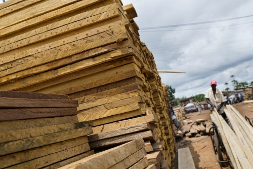 Traders in Yaounde's timber markets say they want the industry to be formalised. Ollivier Girard/CIFOR.